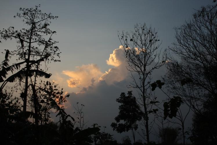 di balik awan